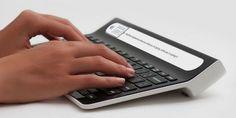 手元を見ながらタイプできるスクリーン内蔵の「Smartype Keyboard」