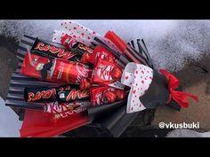 Букет из конфет ❤️ Букет для парня ❤️ Сладкий подарок ❤❤️ Candy bouquet ❤️ ASMR - YouTube Bouquet Cadeau, Candy Bouquet Diy, Valentine Bouquet, Diy Bouquet, Valentines Diy, Candy Crafts, Diy Crafts For Gifts, Chocolate Bouquet Diy, Birthday Hampers