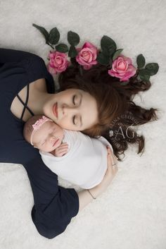 Mother and Baby Image Newborn Baby Photos, Baby Girl Photos, Baby Poses, Cute Baby Pictures, Baby Girl Newborn, Cute Babies Pics, Cute Baby Boy Images, Mother Pictures, Mother Images