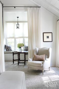 Discover living room decorating ideas and learn how easy decorating a living room can be, whether you have a small living room or a spacious great room. Let these living room decor ideas inspire your own designs. Living Room Windows, My Living Room, Living Spaces, Fresh Farmhouse, Living Comedor, Atlanta Homes, Traditional Decor, Room Inspiration, Morning Inspiration