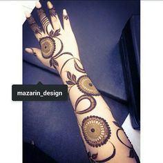 love the composition, fine/bold/negative-space Arabic Henna Designs, Modern Mehndi Designs, Mehndi Design Pictures, Unique Mehndi Designs, Henna Designs Easy, Beautiful Henna Designs, Beautiful Mehndi, Henna Tattoo Designs, Mehandi Henna