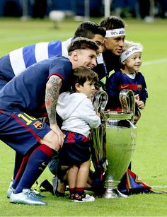 Messi, Thiago, Suarez, Neymar, and Davi Lionel Messi, Messi 10, God Of Football, Football Fans, Infp, Leo King, Antonella Roccuzzo, Neymar Pic, Messi Photos