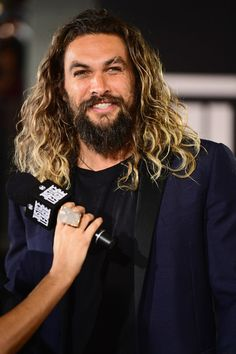 """Jason Momoa Photos - Actor Jason Momoa attends the premiere of Warner Bros. Pictures' """"Justice League"""" at Dolby Theatre on November 13, 2017 in Hollywood, California. - Premiere Of Warner Bros. Pictures' """"Justice League"""" - Red Carpet"""