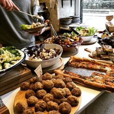 Taking in the vegetarian spread at @ima.cantine with @secretsofparis #paris #dining #vegetarian #vegan #vegetarien Resto Paris, David Lebovitz, Brunch, Vegetarian, Tasty, Vegan, Dining, Vegetables, Breakfast