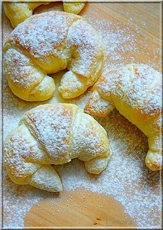 Limara péksége: Csokis-gesztenyés sodort kifli Hungarian Desserts, Hungarian Recipes, Best Italian Recipes, Sweets Recipes, Baking Recipes, Bread Dough Recipe, Delicious Desserts, Yummy Food, Sweet Buns