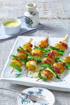 Delicious potato skewers for the perfect barbecue evening- Leckere Kartoffelspieße für den perfekten Grill-Abend Delicious potato skewers for the perfect barbecue evening – recipes – bildderfrau. Cooking On The Grill, Easy Cooking, Healthy Cooking, Cooking Tips, Barbacoa, Grilling Sides, Meat Appetizers, Evening Meals, Skewers
