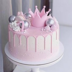 What is a Funfetti Cake? It's a moist vanilla cake with extra sprinkles and topped with pink ganache Cute Birthday Cakes, Beautiful Birthday Cakes, Little Girl Birthday Cakes, Pear And Almond Cake, Almond Cakes, Moist Vanilla Cake, Funfetti Cake, Birthday Cake Decorating, Drip Cakes