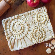 A DoodleArt Apple Pie to celebrate the solar eclipse. Pie Crust Recipes, Pie Crusts, Pie Crust Designs, Pie Decoration, Pies Art, Pie Tops, Pastry Art, Sweet Pie, No Bake Pies