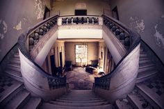 Imagen de http://wildschut-antiques.com/wp-content/uploads/2014/02/abandoned-ruins-italy-photography-critical-mass-3.jpg