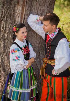 Costumes from Łowicz, Poland.Photo © Radosław Niemczynowicz via ZTL Perła Warmii. Polish Embroidery, Dance Wallpaper, Polish Clothing, Cultures Du Monde, Polish People, Ukraine, Polish Folk Art, Beautiful Costumes, Legging