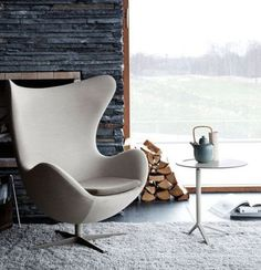 Ever before heard of Egg Chairs? One of Arne Jacobsen's unique chair designs. - Ever before heard of Egg Chairs? One of Arne Jacobsen's unique chair designs. Jacobsen created th - Scandinavian Chairs, Scandinavian Design, Japanese Interior Design, Asian Home Decor, Arne Jacobsen, Futuristic Furniture, Cafe Chairs, Living Furniture, Office Furniture