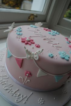 A First Birthday Cake for Sophie - Essen - Torten, Kuchen, Muffins, Cupcakes und Co. Birthday Cake With Flowers, Baby Birthday Cakes, Baby Cakes, Birthday Ideas, Fondant Cakes, Cupcake Cakes, Decors Pate A Sucre, Girly Cakes, Butterfly Cakes