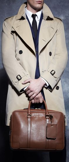 Look to Burberry's menswear staples for top-notch professional style. Estilo Fashion, Men's Fashion, Winter Fashion, Lolita Fashion, Fashion Boots, Fashion Dresses, Gentleman Mode, Gentleman Style, Look Formal