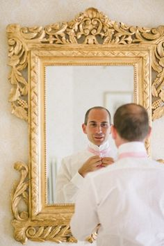 love the gold mirror // by Julian Kanz Photography