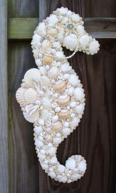 ❥ seashell seahorse ornament but I'm thinking door decor at the beach house - Picmia