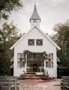 This Little White Chapel is Brimming with Bohemian-Inspired Southwestern Charm! - Green Wedding Shoes Little White Chapel Wedding Inspiration with Boho Southwestern Charm Little White Chapel, Chapel Wedding, Wedding Venues, Wedding Chapels, Dream Wedding, Wedding Ceremony, Wedding Bands, Wedding Dinner, Wedding White
