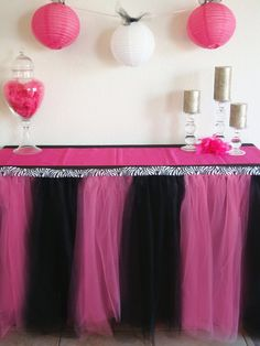 A Diva must have! This table skirt is the perfect finishing touch for your event.    Rock star party? Barbie Party? Hello Kitty?? This table