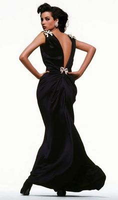 1986. Christy Turlington was photographed wearing Oscar de la Renta by Bill King for the September issue of Vogue.