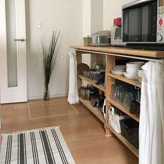 4LDKで、家族の、キッチン/食器棚/エスニック/キッチンマット/ラグ・絨毯/キッチンカウンターDIYについてのインテリア実例。 「カーテンオープン、キ...」 (2018-04-05 12:33:32に共有されました) Kitchen Interior, Shoe Rack, Kitchen Dining, Hacks, Furniture, Home Decor, Kitchens, Blue Prints, Decoration Home