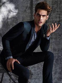 Jon Kortajarena, Gq Style, Men Style Tips, Jean Paul Gaultier, Giorgio Armani, Karl Lagerfeld, Photography Poses For Men, Food Photography, Mens Fashion Week