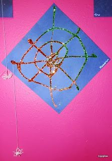 Tippytoe Crafts: Webs with Hanging Spiders