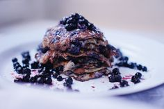 Blueberry banana pancakes — Cake and beans How To Make Pancakes, Making Pancakes, Pancake Cake, Banana And Egg, Blueberry Pancakes, Steak, Beans, Vegetarian, Chocolate