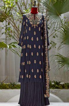 Pakistani Dresses Casual, Pakistani Wedding Outfits, Pakistani Dress Design, Dress Indian Style, Indian Dresses, Indian Outfits, Indian Fashion, Korean Fashion, Boho Fashion
