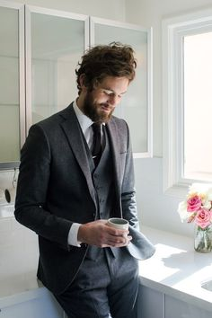Dapper 3-piece suit, narrow tie + tie bar