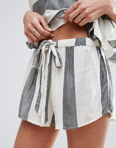 grey and white striped matching shorts and top pajamas. Mode Style, Style Me, Chic Minimalista, Mode Outfits, Fashion Outfits, Look Con Short, Asos, Look Cool, A Boutique