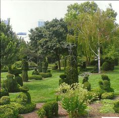 The Topiary Park is located in Columbus at the corner of East Town St. and Washington Avenue. The park is open free of charge year round, although the best time to view it is April thru November. The museum gift shop is open Apr. 1 through the end of December. For information you can call 614-645-0197 or check out their website.