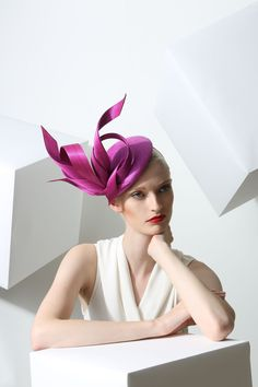 fuchsia pink hat perfect for Ascot or weddings Philip Treacy London Millinery Hats, Fascinator Hats, Fascinators, Headpieces, Pillbox Hat, Philip Treacy Hats, Crazy Hats, Kentucky Derby Hats, Cocktail Hat