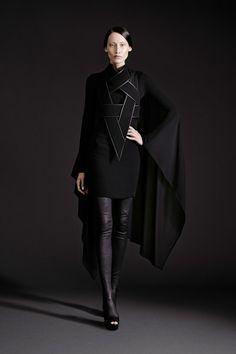 Gareth Pugh Spring/Summer 2015 Ready-To-Wear Paris Fashion Week Gareth Pugh, Cyberpunk Mode, Cyberpunk Fashion, Mode Sombre, Mode Costume, Future Fashion, Grunge Style, Poses, Dark Fashion