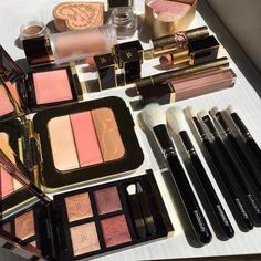 Luxury Makeup – Great Make Up Ideas Skin Makeup, Beauty Makeup, Beauty Tips, Makeup Blush, Beauty Hacks, Tom Ford, Makeup Swatches, Makeup Essentials, Perfume