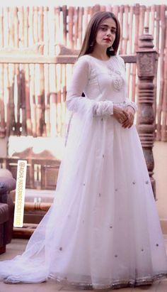 Indian Designer Outfits, Designer Gowns, Designer Wedding Dresses, Fancy Dress Design, Fancy Blouse Designs, Desi Wedding Dresses, Bridal Dresses, Wedding Outfits, Pakistani Bridal Wear