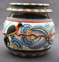 Bird Vase – Sculptor; Lovemore/ Sondelani Ntshalintshali. Painter; Winnie Nene