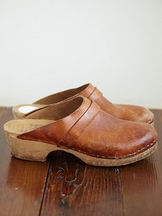 I wish these vintage clogs were mine!