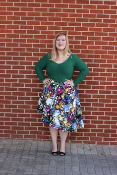Idle Fancy - Asymmetrical Floral Skirt with Mood Fabrics - KnipMode Plus Size Sewing Patterns, Made By Mary, Modelos Plus Size, Mood Fabrics, Plus Fashion, Womens Fashion, Female Fashion, Curvy Plus Size, Plus Size Beauty