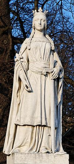 Mathilde de Flandre : Matilda of Flanders (c. 1031–1083) was the wife of William the Conqueror and, as such, Queen consort of the Kingdom of England. She bore William nine children, including two kings, William II and Henry I. She was the daughter of Baldwin V, Count of Flanders and Adèle of France, herself daughter of King Robert II of France - Statue in Jardin du Luxembourg, Paris