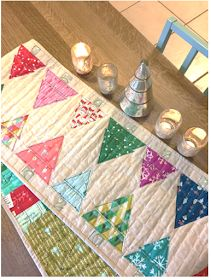Quilt Inspiration: Free pattern day: Christmas Table Runners! Christmas Tree On Table, Christmas Tree Quilt, Christmas Patchwork, Christmas Quilt Patterns, Christmas Runner, Christmas Sewing, Christmas Quilting, Christmas Crafts, Holiday Tables