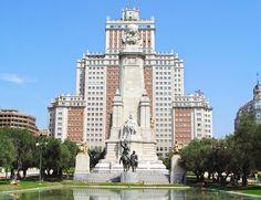 Madrid tiene muchos sitios que descubrir, muchas terrazas en las que sentarse y muchos rincones donde besarse. Descubre ofertas especiales si vas a Madrid en MasCupon.  #ofertas #Madrid #promociones #ciudad #capital #España