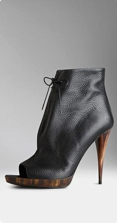 Discover the range of women's boots from Burberry. Shop from a variety of luxury leather boots featuring platforms, biker boots, ankle and riding boots Hot Shoes, Crazy Shoes, Me Too Shoes, Peep Toe Ankle Boots, Heeled Boots, Bootie Boots, Sneaker Trend, Sexy Boots, Pumps