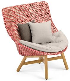 All DEDON collections and products in detail: Exclusive furniture for indoors and outdoors. Handwoven from weather-resistant DEDON fiber. Outdoor Armchair, Outdoor Lounge, Outdoor Chairs, Poolside Furniture, Outdoor Furniture, Furniture Styles, Furniture Design, World Market Dining Chairs, Wing Chair