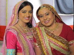Sandhya and Bhaboo looks like Maa Beti. Do you think just like? Deepika Singh, India People, Desi, Saree, Actresses, Beautiful, Beauty, Tv, Fashion