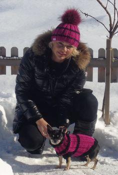 Puppy und ich beim Winterspaziergang in Mondsee im Partnerlook! Mützen stricken aus Merinowolle! Models, Puppies, Hats, Fashion, Winter Hats, Breien, Puppys, Moda, Hat