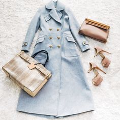 When it comes to packing for NYFW, it's ALL about the coat (and chic accessories)