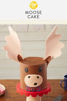 This Merry Moose Cake with a cute basketweave bow will be the talk of your Christmas or winter birthday celebration! Wilton Cakes, Cupcake Cakes, Cat Cupcakes, Moose Cake, Brushstroke Cake, Winter Birthday, Canada Birthday, Chocolate Chip Cake, Pecan Cake