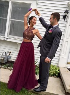 Fancy Two-pieces Halter Open Back Long Burgundy Tulle Prom Dresses With Beading