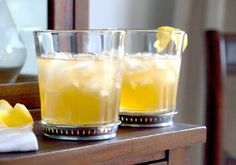 Linda Wagner's famous and refreshing Lemon Water recipe. Great for your skin, dental care, weight loss and control, heart burn, and the li. Linda Wagner, Green Coffee Bean Extract, Healthy Water, Healthy Drinks, Bee Sting, Water Recipes, Lemon Water, Heartburn, Cocktails