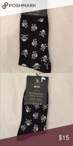☠️Men's skull crew socks ☠️ ☠️Men's skull crew sock NWT just in time for Halloween Underwear & Socks Casual Socks