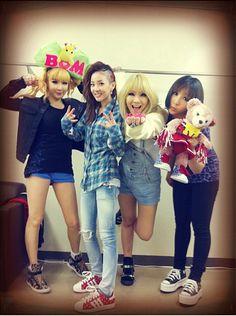 2NE1 thanks Nagoya Blackjacks